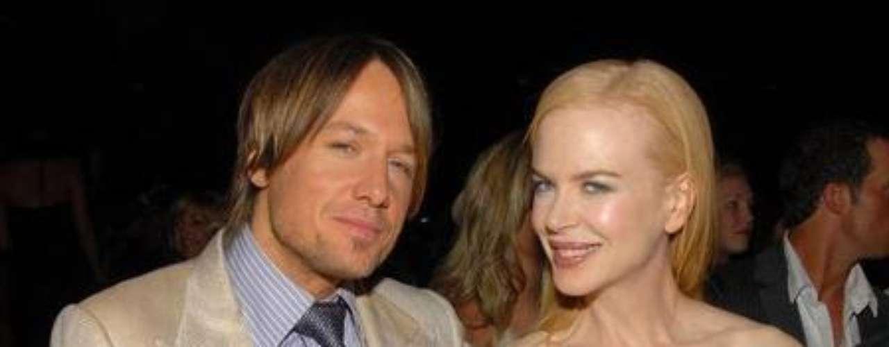 """En diciembre del 2010, Nicole Kidman y su esposo Keith Urban sorprendieron a todos al anunciar el nacimiento de su hija Faith. Kidman no estaba embarazada. La pequeña hermanita de Sunday Rose nació de un """"vientre de alquiler"""", ya que la pareja tuvo problemas para concebir."""