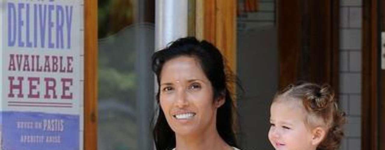 Padma Lakshmi se transformó en vocera en la concientización sobre endometriosis, una condición que hizo que le costara mucho quedar embarazada y que impide a muchas mujeres concebir.