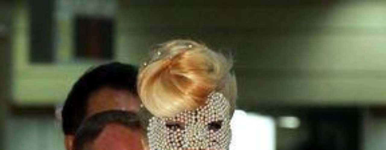 En Corea del Sur, Gaga es acusada por varios grupos cristianos de promover la pornografía y la homosexualidad, por lo que tratan de que su concierto no se lleve a cabo.