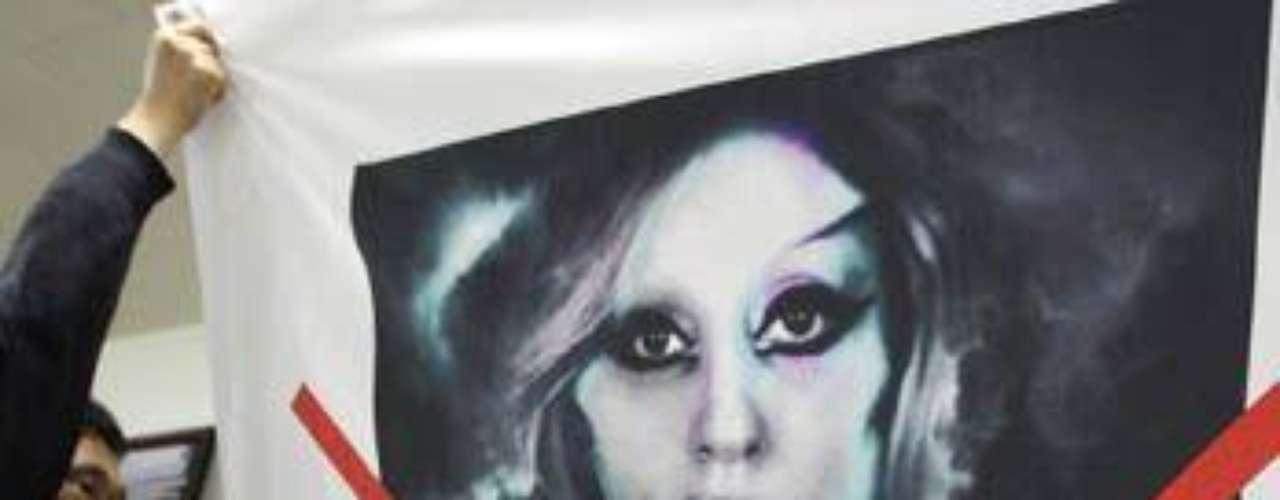 Lady Gaga es famosa por causar controversia siempre que pasa por algún punto del planeta y esta vez no fue la excepción.