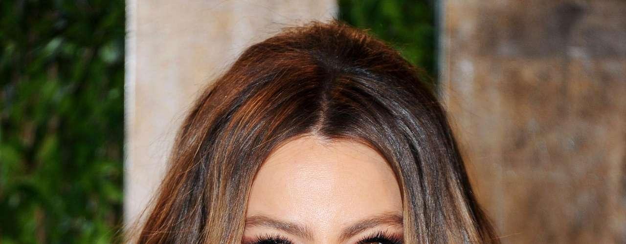 En segundo lugar está nuesta latina consentida, Sofía Vergara. La actriz que está por cumplir 40 años en julio dice que se siente halagada porque aún la consideran una belleza junto a chicas de menor edad.