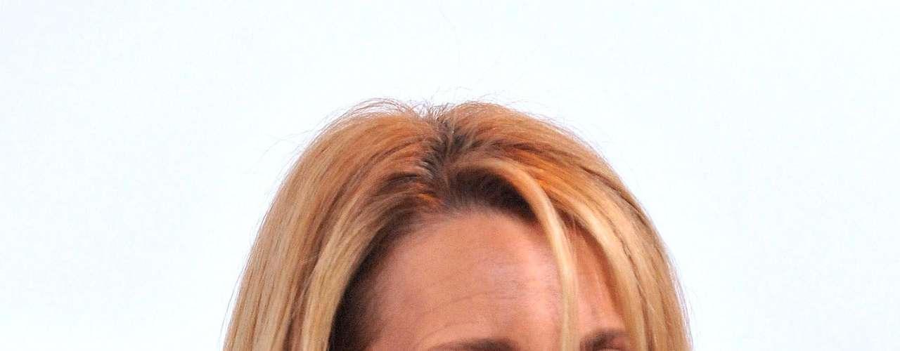 Lisa Kudrow, es una de las actrices que más nominaciones de premios ha tenido. En 1998, obtuvo un Emmy en la categoría de Mejor Actriz de Reparto en una Serie de Comedia.  Ella y Jennifer Aniston han sido las únicas que han ganado este premio.
