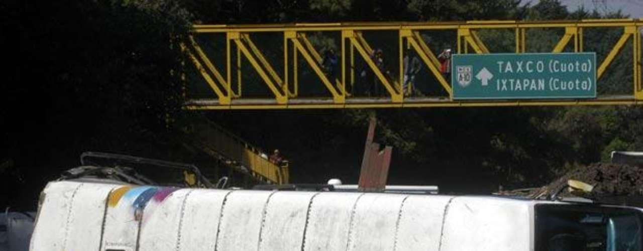 El pasado 12 de abril del 2012 un autobús en el que viajaban estudiantes de la Facultad de Economía de la Universidad Nacional Autónoma de México (UNAM), se volcó en la carretera México-Toluca tras ser impactado por un tráiler, causando la muerte de seis de los estudiantes e hiriendo a 20 personas más.