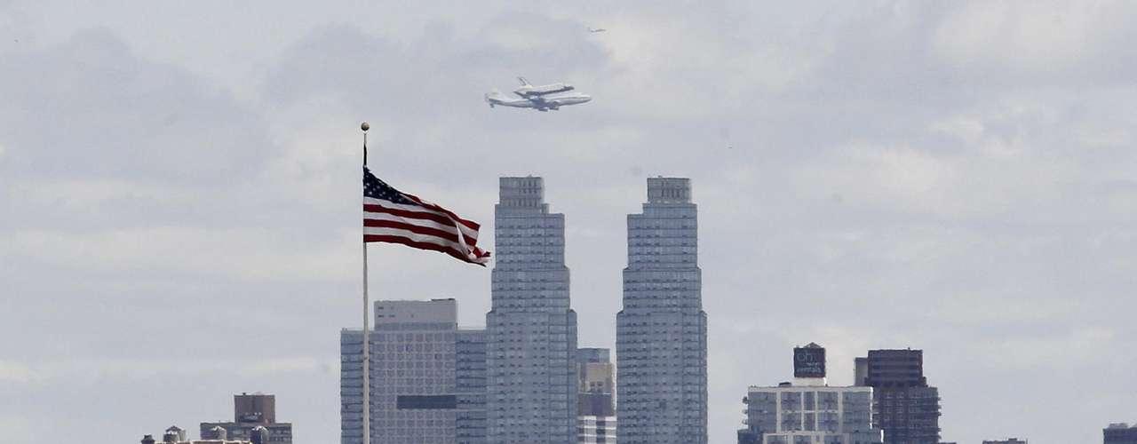 El Endeavor irá a Los Angeles y el Atlantis se quedará en el Centro Espacial Kennedy de la Florida. (Fuente texto: AP)