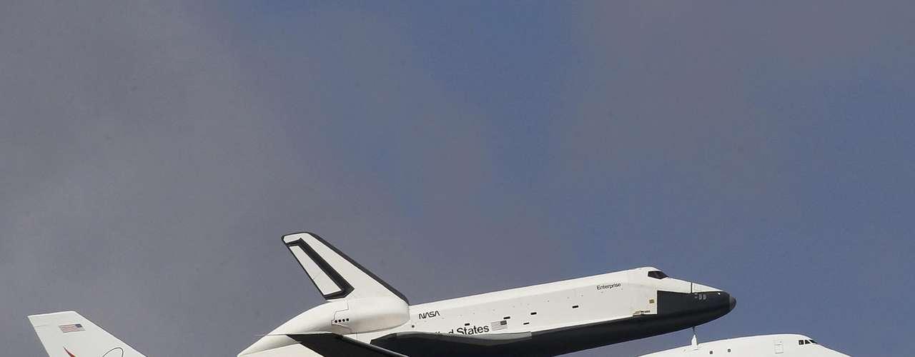 Cuando finalmente aterrizó el B747, el controlador dijo a sus tripulantes: \
