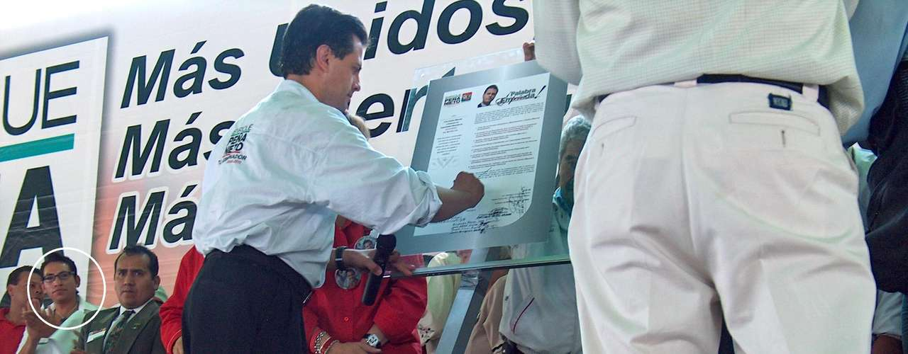 En esa ocasión, el candidato gubernamental le prometió a Agustín apoyo a grupos vulnerables. Firmó ocho compromisos ante una notaria pública, los cuales, asegura el activista exiliado en Estados Unidos, nunca cumplió.