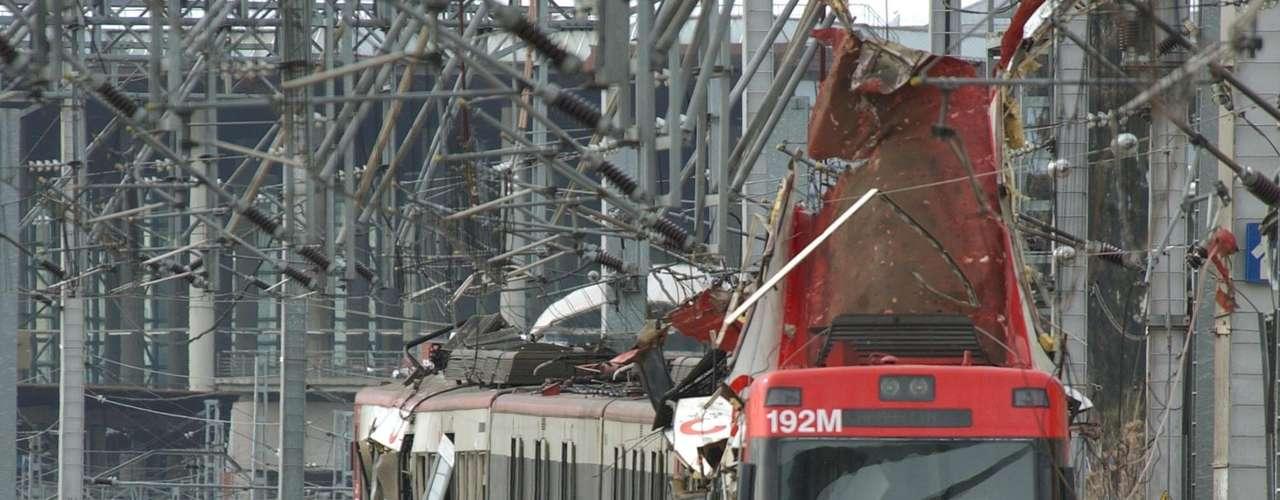 11 de marzo de 2004 - Lamentablemente las amenazas se convirtieron en hechos. Al Qaeda atentó contra cuatro trenes de la red de las Cercanías de Madrid. Allí 191 personas perdieron la vida.