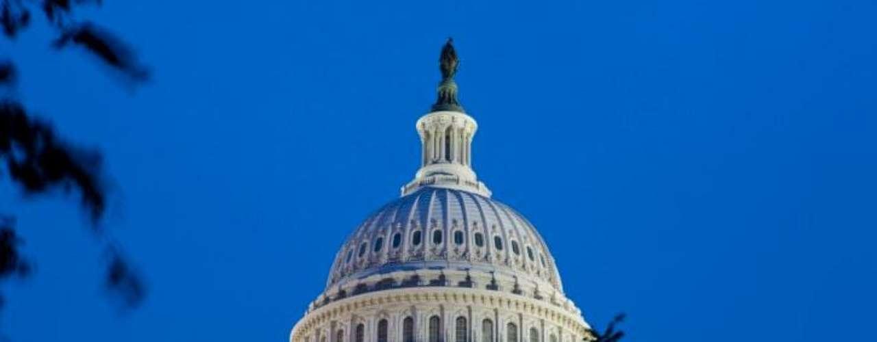 13 de julio de 2007 – El Senado de Estados Unidos  votó para duplicar la recompensa  a aquel que condujera al paradero de Osama bin Laden. La recompensa era de 50 millones de dólares.