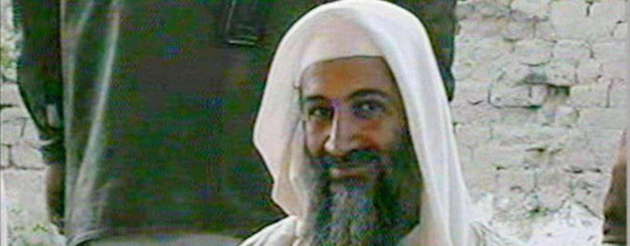 La televisora Al-Jazeera de Qatar muestra la imagen de bin Laden durante la boda de uno de sus hijos en enero del 2001.