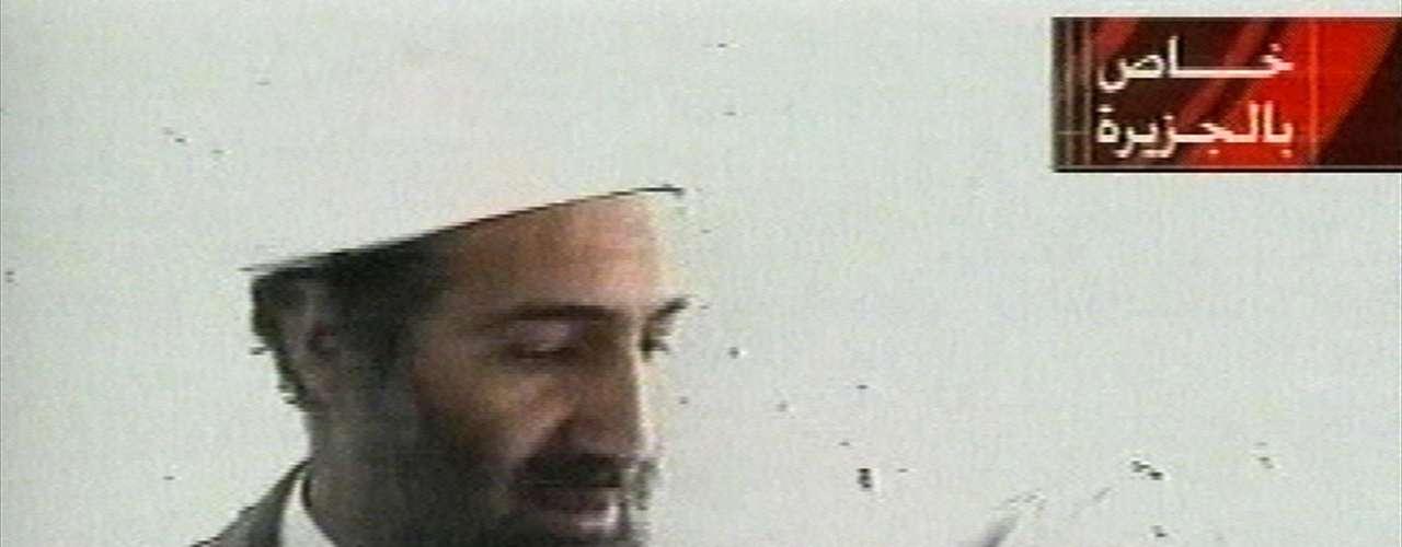 El 5 de octubre del 2001 la televisora Al-Jazeera de Qatar muestra un imagen de Osama bin Laden.