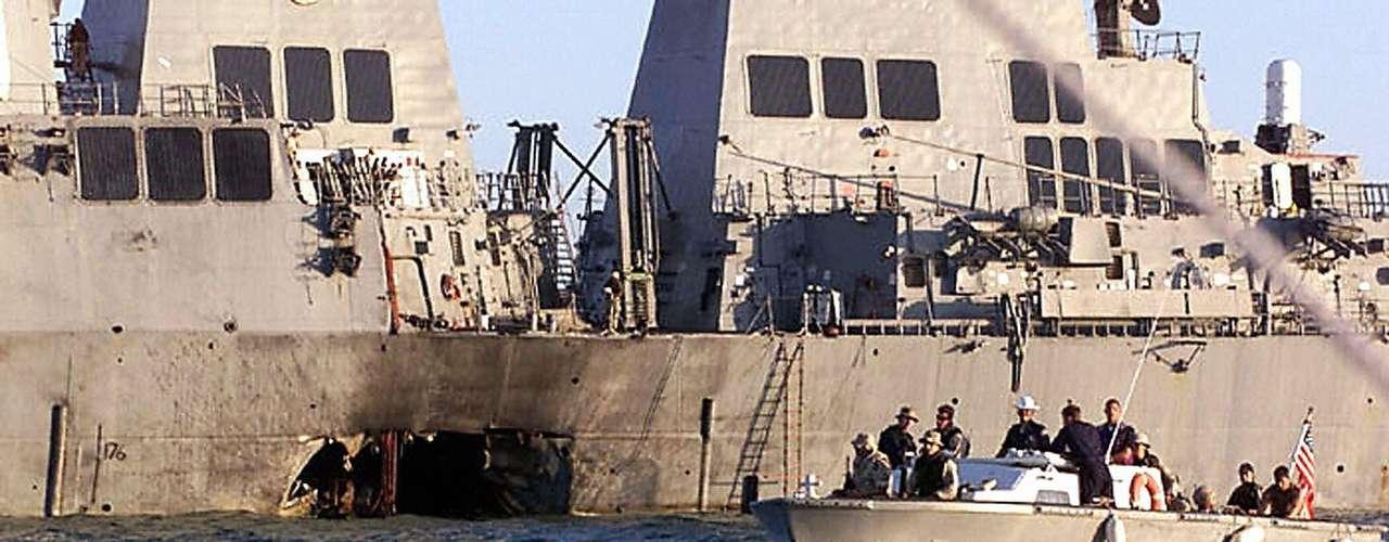 12 de octubre de 2000 - Comenzó a sentirse la amenaza de Al Qaeda cuando el grupo atacó el buque de guerra  USS Cole matando a 17 estadounidenses.