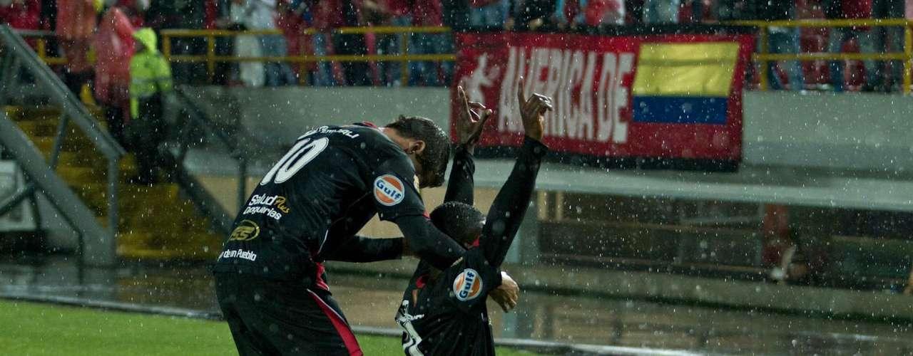 Cuando se creía que el partido estaba liquidado en tablas, apareció una jugada de Paulo Cesar Arango que desbordó, paso el esférico a tres dedos para Steven Mendoza que metió el balón en el epilogo del juego para llevarse los tres puntos y darle la alegría a su parcialidad en Bogotá