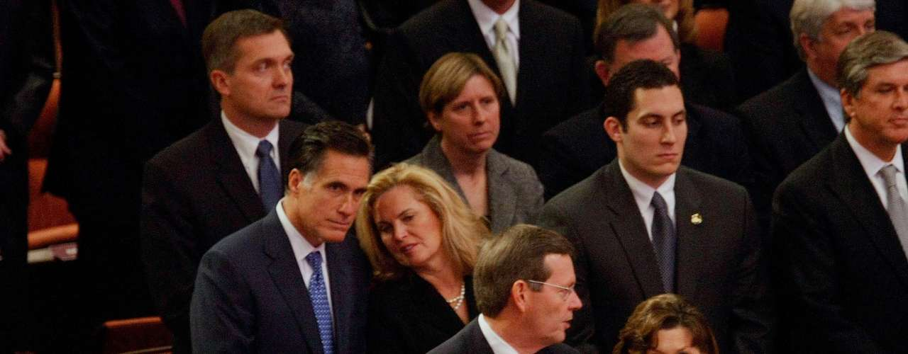 Por el lado de Mitt Romney, la historia es otra. El candidato republicano profesa la religión mormona. Si bien también cree en Jesucristo y su poder salvífico, existen algunas diferencias entre los Mormones y el resto de las religiones cristianas tradicionales.