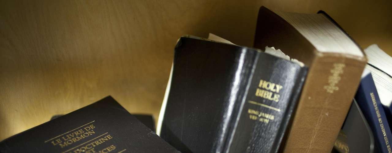 Los mormones se consideran cristianos aunque sus creencias no son similares al resto de las tradiciones cristianas. Por ejemplo, ademàs de la Biblia, creen en el Libro del Mormón, que incluye las visiones de Smith. Para los mormones, su iglesia es una versión reformada de la iglesia cristiana.