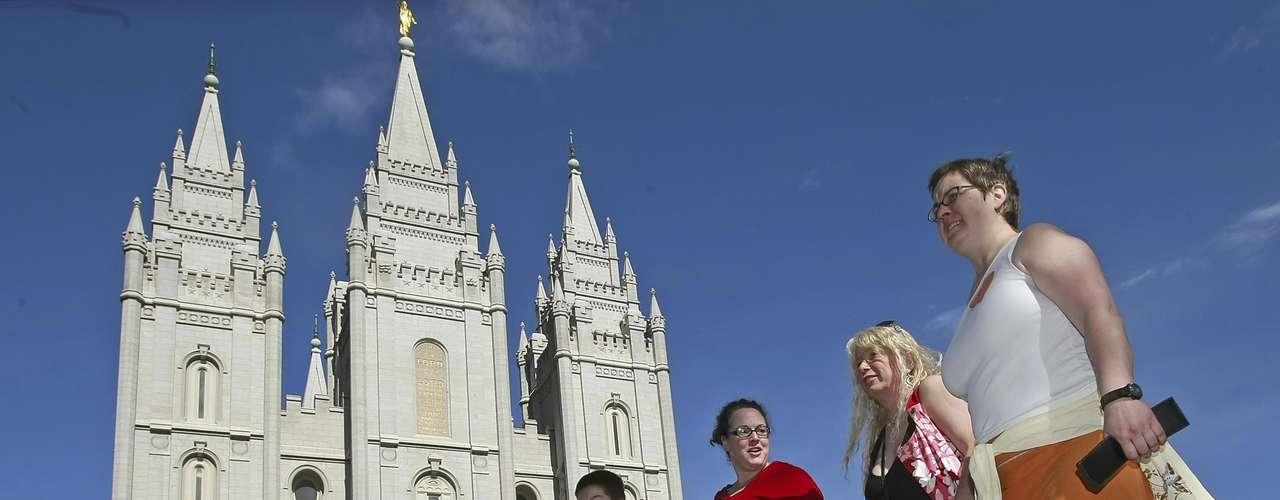 Romney no es el único personaje político que profesa la religión Mormona. El líder demócrata Harry Reid es Mormón, como Orrin Hatch, senador por Utah.
