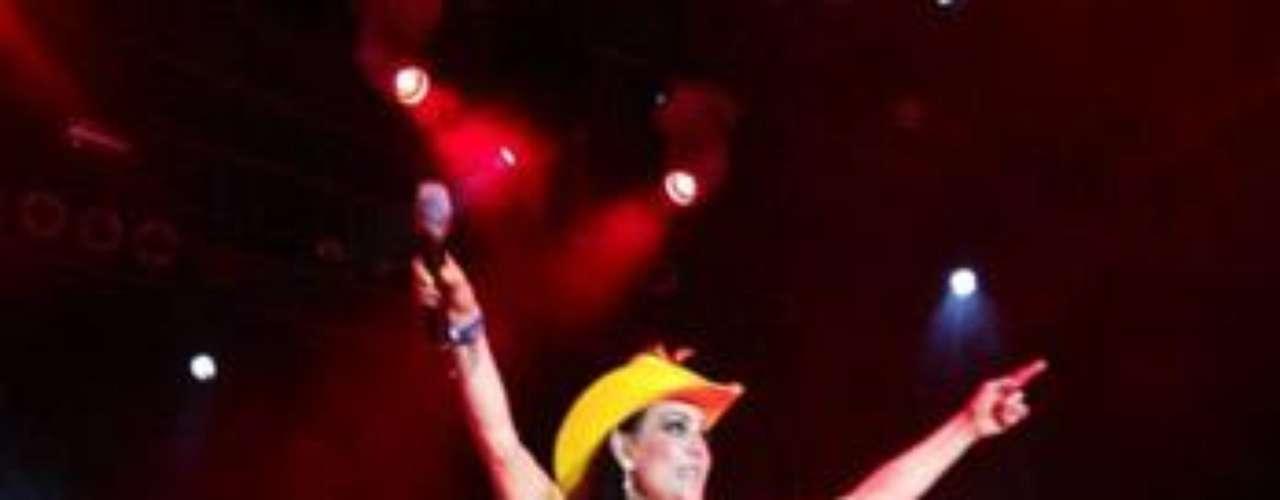 Maribel Guardia lució totalmente divina en un concierto que realizó en Cozumel, México.