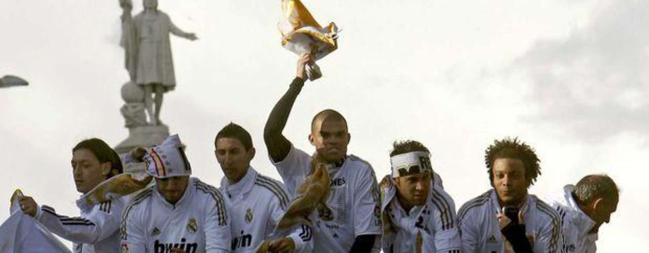 Los elementos del Real Madrid no ocultaron su alegría por conquistar el título 32 en la historia de cuadro blanco.