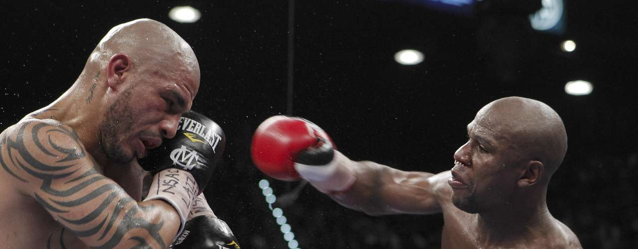 Mayweather mejoró a 43 triunfos, con 26 nocauts y conquistó el Cinturón Diamante del Consejo Mundial de Boxeo (CMB), para unirse a la selecta lista integrada por Manny Pacquiao, Sergio Martínez y Bernard Hopkins.