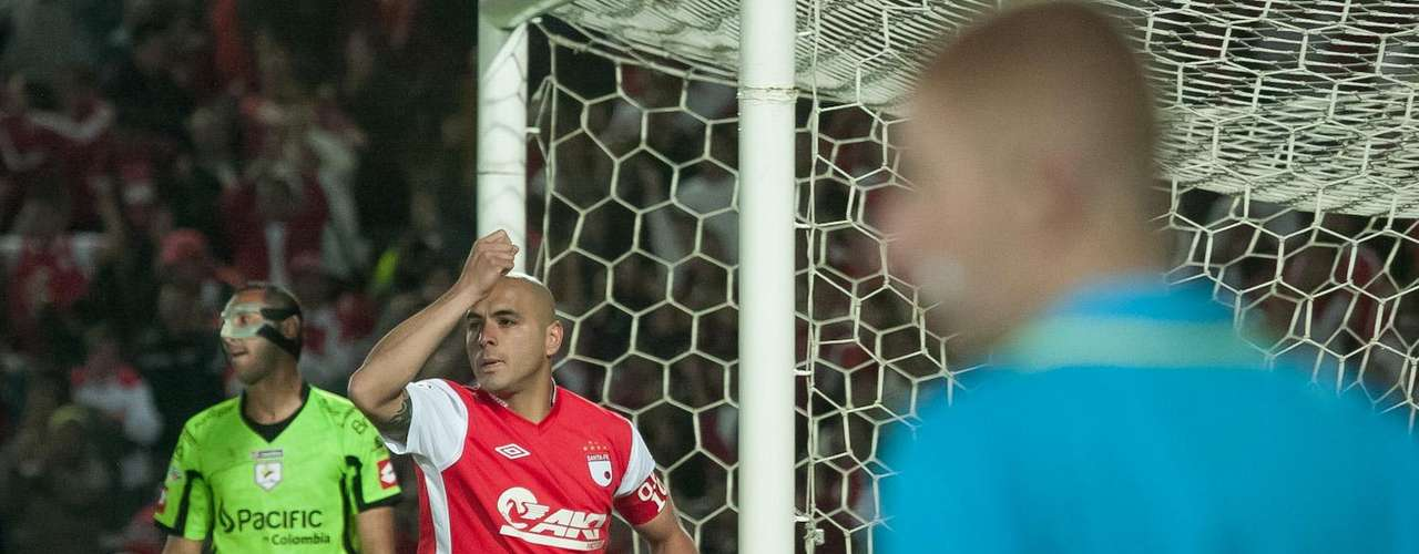 Con goles de Roa, Pérez, Bedoya, Acosta y Cardona, Independiente Santa Fe goleó 5-0 al Real Cartagena, y quedó muy cerca de la clasificación.