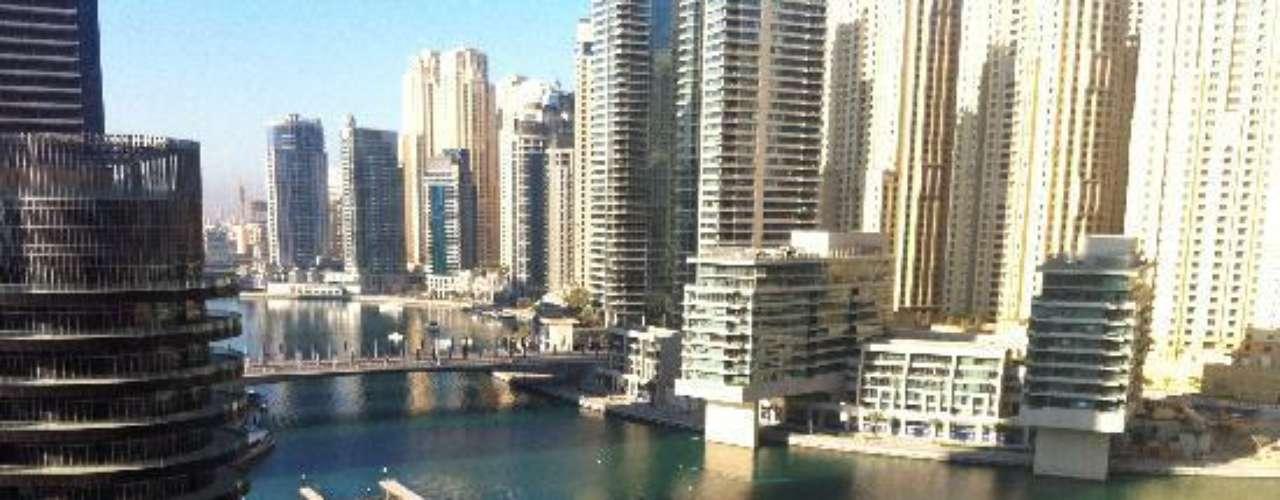 Tan pronto reventó el escándalo y se vio asediada por periodistas de todos los lugares del mundo, Dania Londoño decidió hacer un viaje a Dubai a donde un amigo suyo. Esta foto, según comentó en la red social, es de ese viaje.