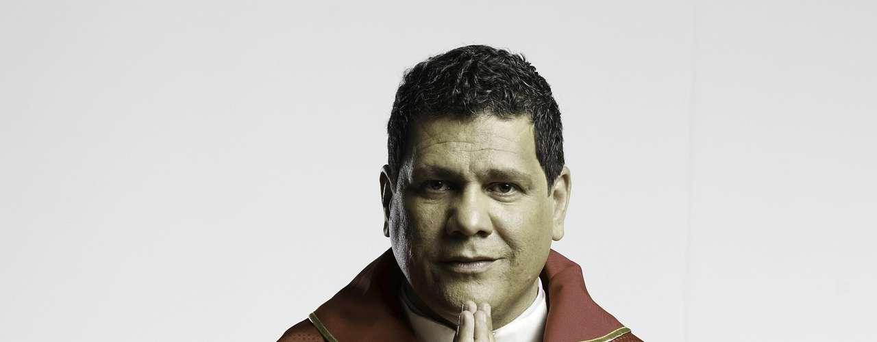 Helberth King es Venacio Buendía, el sacerdote del pueblo.
