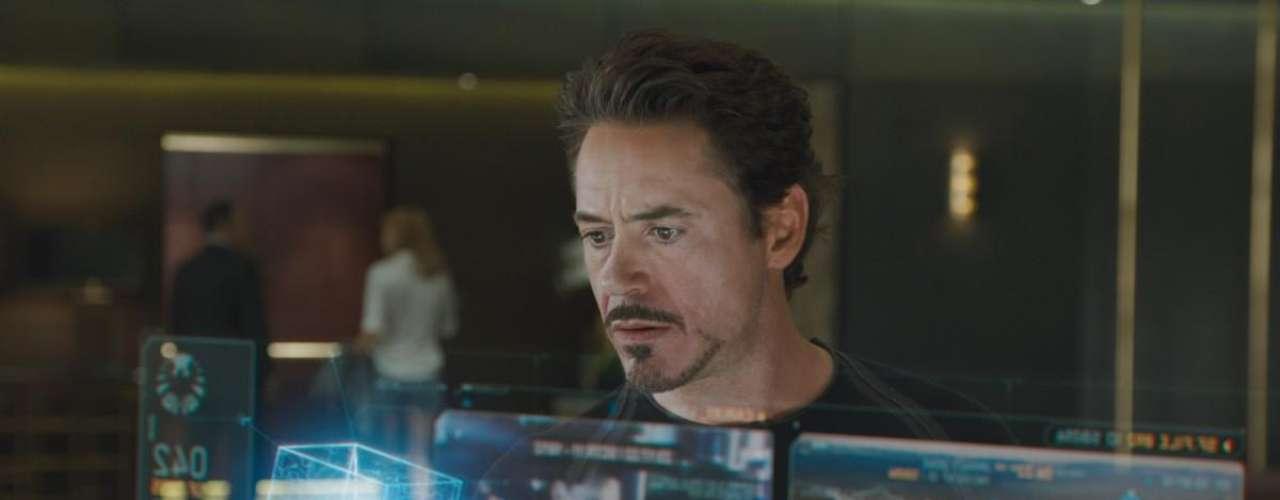 """Todos los hologramas, láser, pantallas e incluso, la vista que tenían desde la Torre Stark, fue diseñada y puesta en escena por la empresa Fuel VFX, quienes además estaban a cargo de los reflejos en ventanas y detalles del cubo """"Tesseract"""". Todas las escenas dentro del """"hogar"""" de Tony Stark, fueron filmadas con pantallas azules de fondo, las que luego fueron remplazadas por los paisajes de Nueva York y los recursos de al poderosa computadora """"Jarvis""""."""