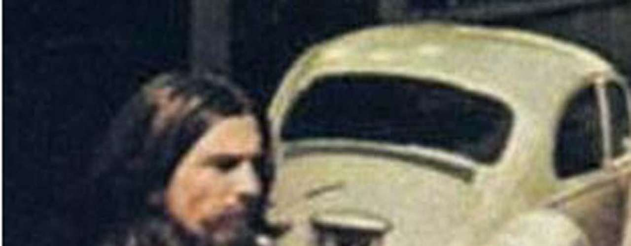 Otra prueba que trata de sustentar el mito es que la matrícula del coche blanco que aparece en la imagen, tiene la lectura '28 IF' lo que se traduce como 28 SI, la edad de McCartney en ese momento.