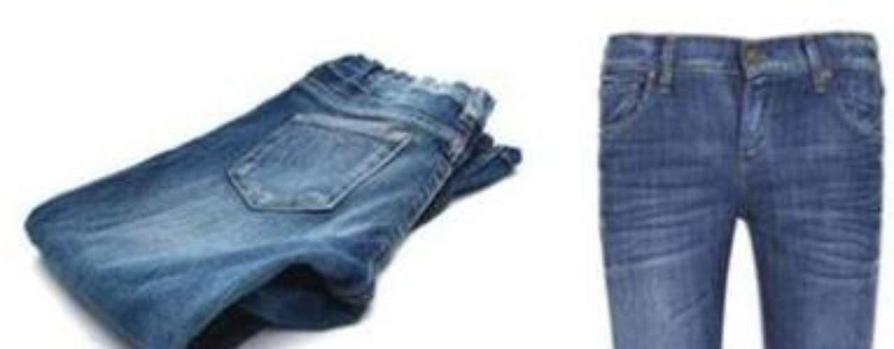 ¿Strech, slim o skinny? Si tienes demasiada cadera o las piernas muy gruesas, deberías plantearte el elegir un pantalón no demasiado strech y con cierta holgura en pantorrilla y tobillo.