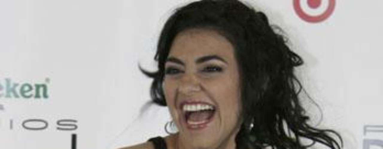 Graciela Beltrán muestra bastante piel en las alfombras rojas.