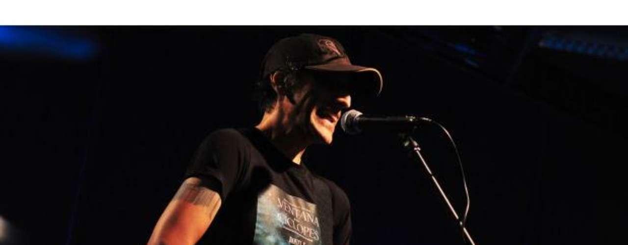 Daniel F tocó temas de su etapa solista y con Leusemia en Terra Live Music.