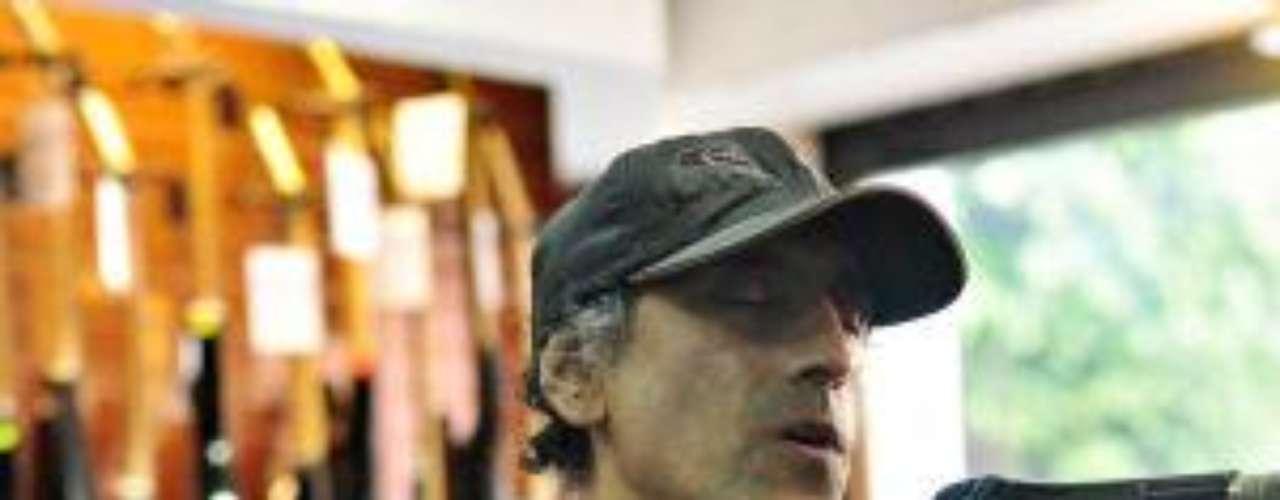 Daniel F comenzó su recorrido con la 4Track Combi visitando una conocida tienda de instrumentos.