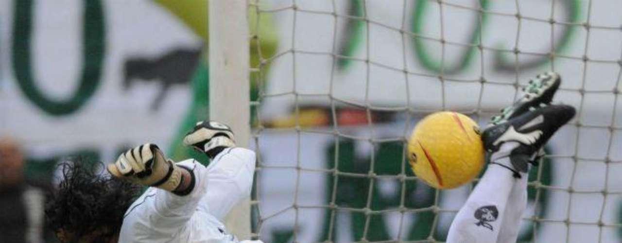 El colombiano René Higuita es otro de los goleadores. Cobraba de gran forma los penales. En su carrera sumó 41 goles.