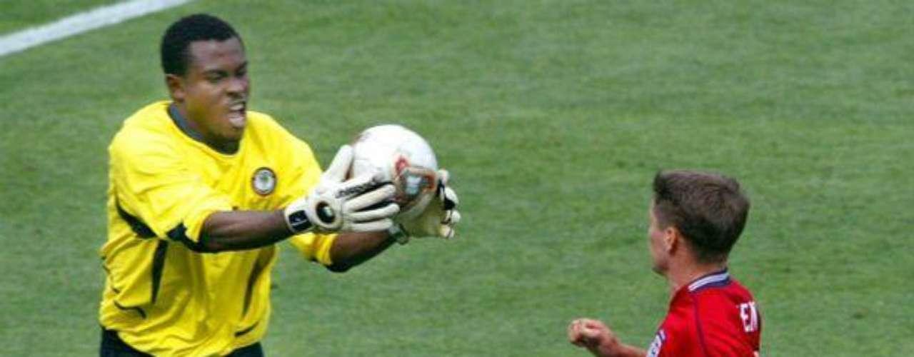 El nigeriano Vincent Enyeama juega actualmente en Francia, en el Lille OSC. El cancerbero suma 24 tantos.