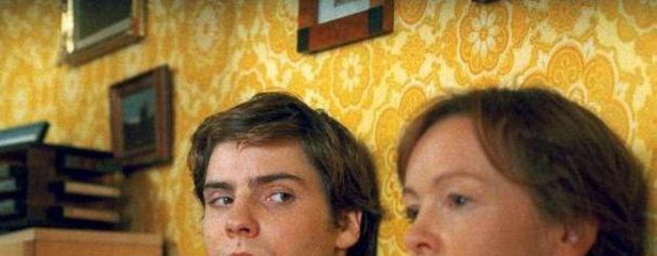 """""""Good Bye Lenin"""" (2003). La historia de un joven que, tras la caída del régimen soviético, intenta hacerle creer a su madre que nada ha cambiado en el mundo."""