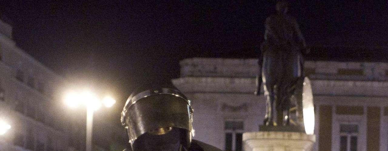 Miles de 'indignados', el movimiento nacido hace un año en España en protesta contra la crisis, habían salido a las calles el sábado en Madrid, Barcelona y 80 ciudades españolas, para recordar que hay una resistencia soCon el lema 'Toma la calle', los activistas, jóvenes movilizados a través de las redes sociales en su mayoría, se concentraron en 80 ciudades españolas y, en Madrid, volvieron a ocupar la Puerta del Sol, la plaza del centro de la capital española donde nació el movimiento, el 15 de mayo de 2011.cial a la misma.