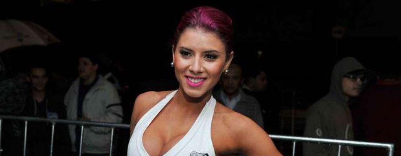 Tahís Bianca, una hermosa modelo que deslumbró y dejó sin aliento a los hinchas del Santos y a todos los asistentes a la gala del cierre del Estadual Paulista con sus perfectas curvas y hermosa cara