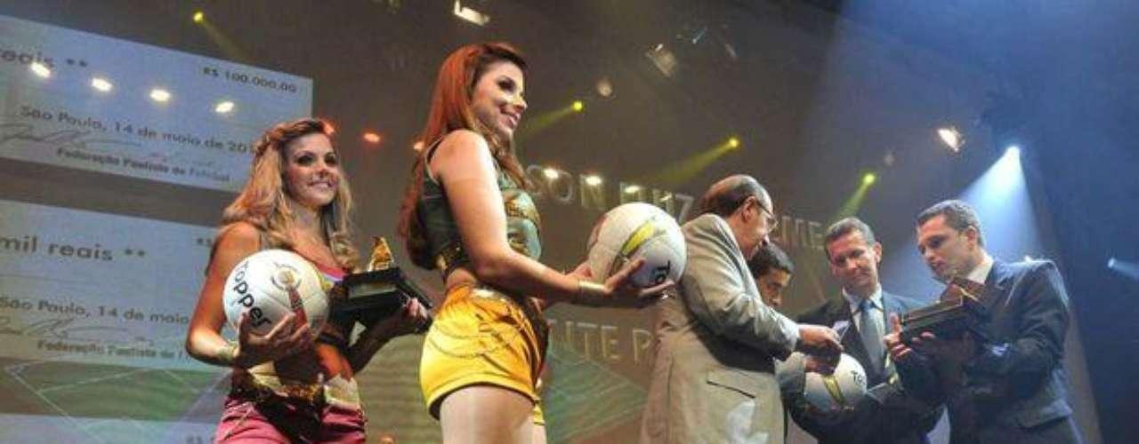 Las bellas futbolistas brasileñas también se llevaron sus galardones en la ceremonia