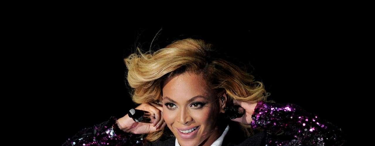 Beyonce canceló un concierto en Egipto cuando el grupo de Los Hermanos Musulmanes presionaron para que la artista no cantara en suelo islámico.