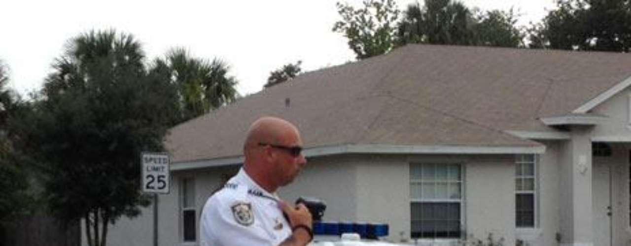 Otro vecino dijo a la policía que había recibido un mensaje de texto de la madre durante la noche en el que decía que quería que su cuerpo y el de sus hijos fueran cremados. El vecino no vio el mensaje hasta esta mañana, después de los asesinatos ocurridos al filo de las 06:00 hora local.