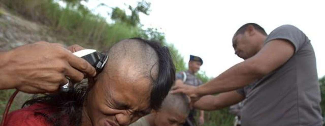 La persecución islámica ha llegada a extremos en Indonesia. El punk y otros ritmos occidentales están prohibidos y sus fans son perseguidos. Los punkies indonesios son rapados, bañados y obligados a asistir a cursos de \