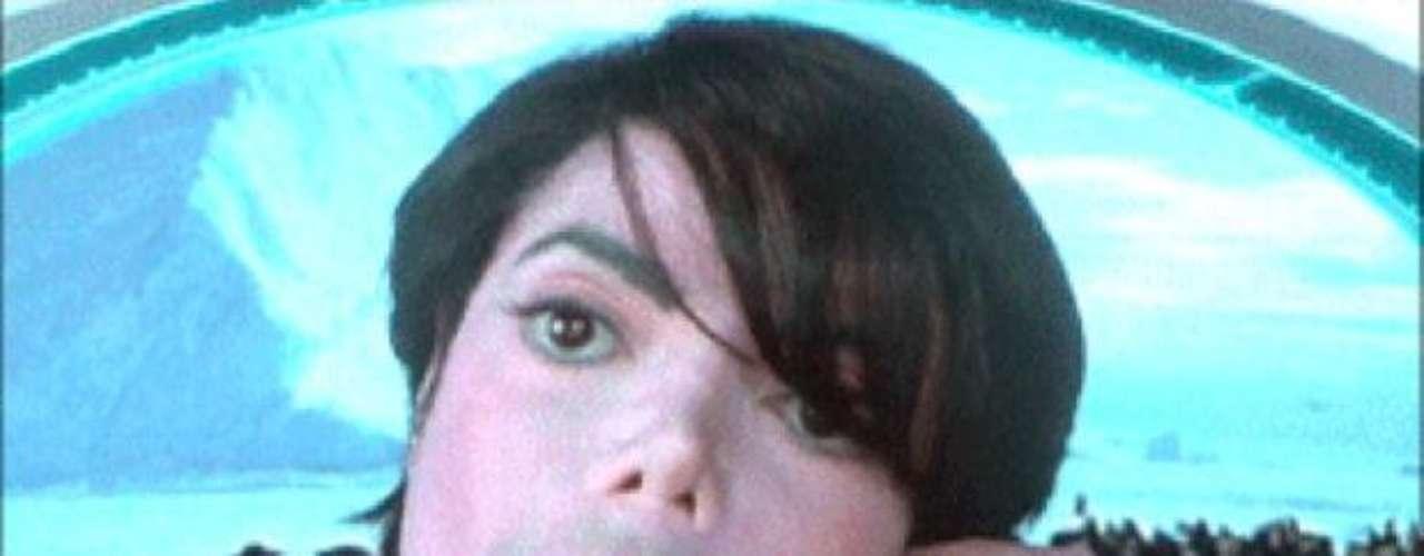 """Pocos días distan del estreno de """"Hombres de Negro 3"""" (""""Men in Black III""""), cinta que repite a la dupla Will Smith/Tommy Lee Jones como los agentes J y K, respectivamente, y que suma actores como Josh Brolin (Agente K de joven), Emma Thompson (Agente O), Nicole Scherzinger (Lily Poison) y la curiosa participación de Lady Gaga como un extraterrestre (parecida a la aparición del fallecido Michael Jackson en la segunda entrega como el Agente M). La mayoría, sin embargo, poco deben recordar de las películas que precedieron este filme. Por eso, Terra Perú trae una ayuda memoria de las anteriores historias."""