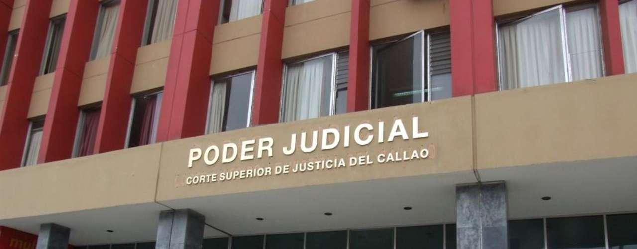 Magaly Medina volvió a ser sentenciada por un caso de difamación. Ésta vez le tocó el turno a Jean Pierre Vismara, a quién tendría que pagar 70 mil soles de reparación civil, además de purgar tres años de pena privativa de la libertad no efectiva.