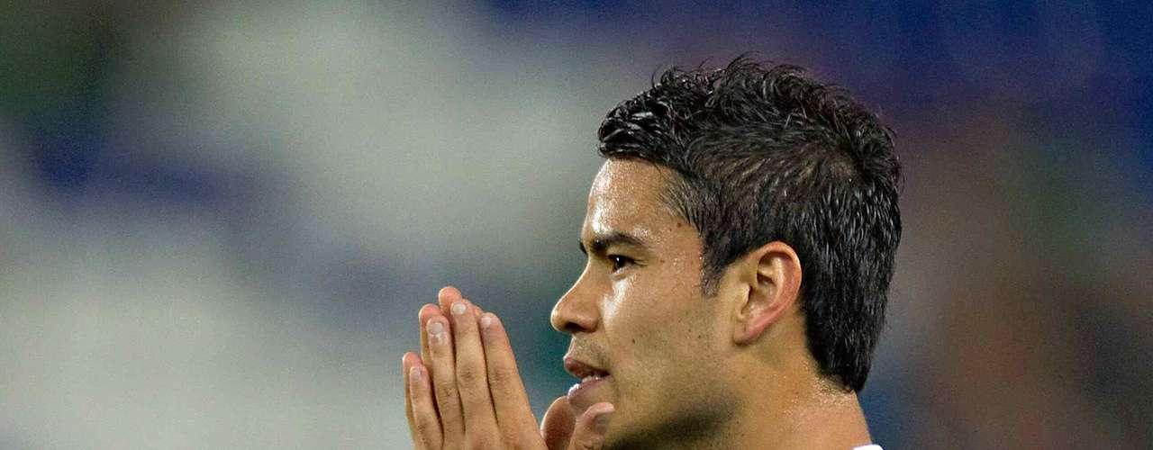 Pablo Barrera no ha podido destacar en Europa, Chivas estaría dispuesto a regresarlo a México.
