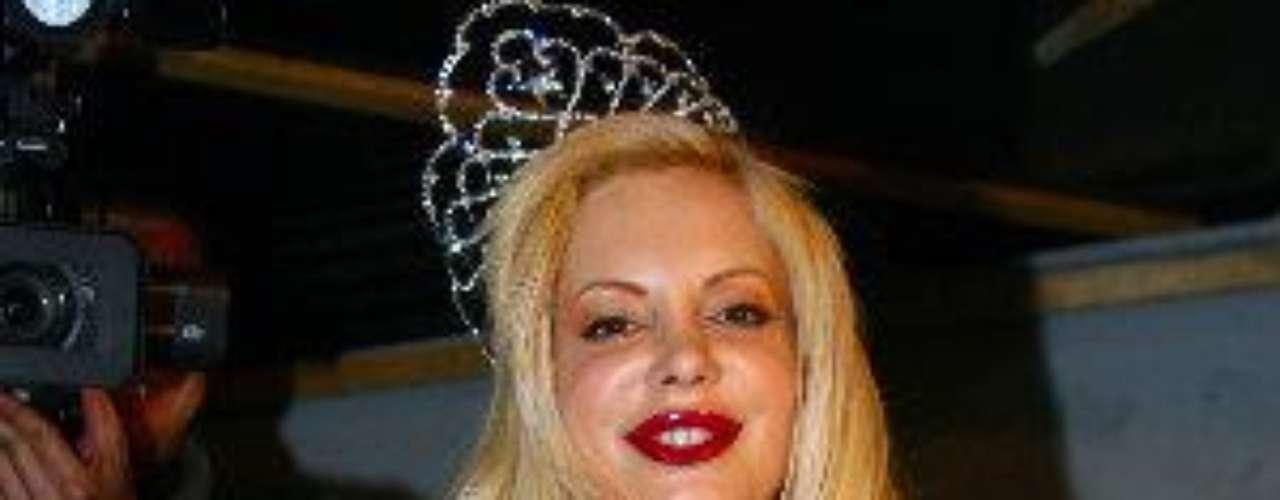 Aunque ella se promociona como 'conductora de televisión, cantante de rock y punk cibernético, productora y modelo para adultos'.Síguenos en:     Facebook -   TwitterLas curvi-mamacitas de las novelasEstrellas de novela que se han desnudado en Playboy¿Amistades peligrosas? Actrices salpicadas por el narcoAmores de telenovela, convertidos en realidad