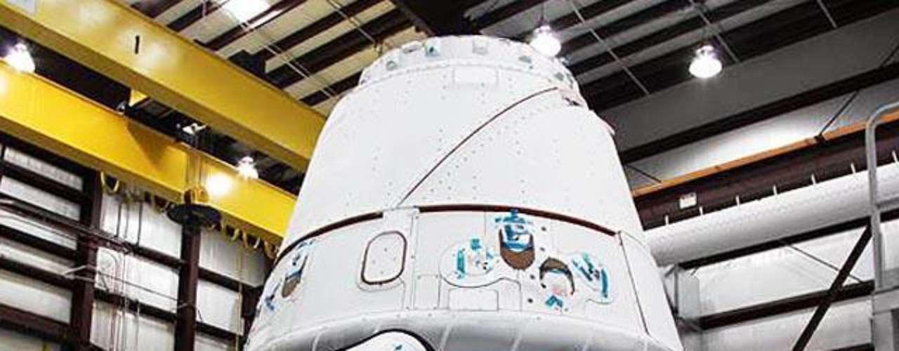 Sin embargo este estadounidense de 40 años nacido en Sudáfrica, dijo que tanto SpaceX como la NASA tienen confianza en la misión. Dragon -que pesa unas seis toneladas y mide 5,9 metros de alto y 3,6 metros de diámetro- será la primera nave espacial privada en atracar en la ISS.
