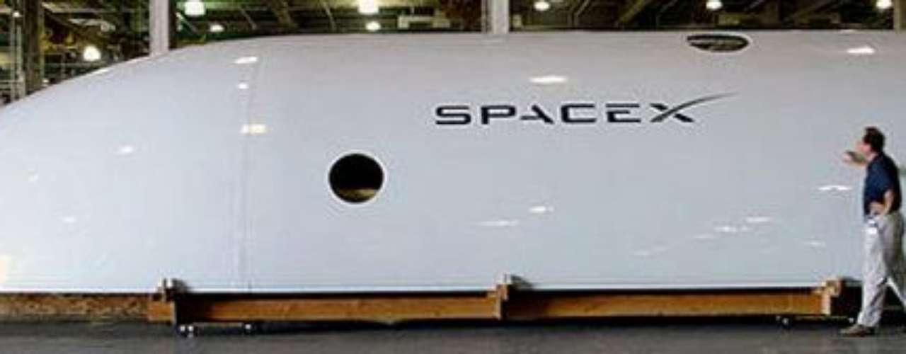 La NASA mantiene igualmente un contrato de 1.900 millones de dólares con Orbital Science Copr, para ocho misiones de abastecimiento a la ISS, cuyo lanzador Antares y cápsula Cygnus deberían comenzar las operaciones por primera vez este verano u otoño.