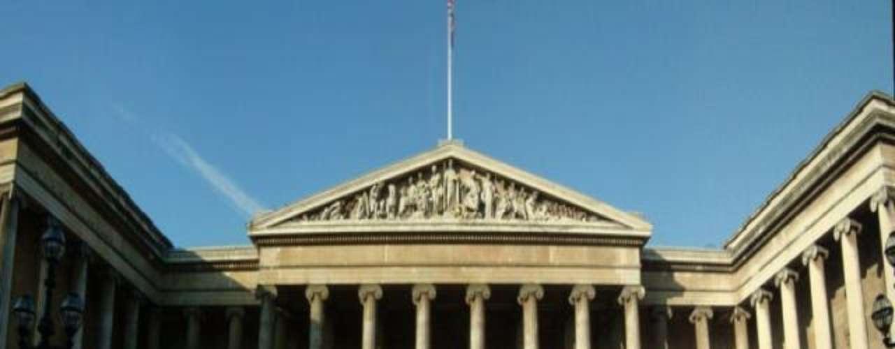 Museo Británico (Londres). Es el mayor museo del Reino Unido y recibe a más de 5 millones de visitantes al año. Es uno de los museos más antiguos del mundo y contiene más de 7 millones de objetos de todos los continentes.