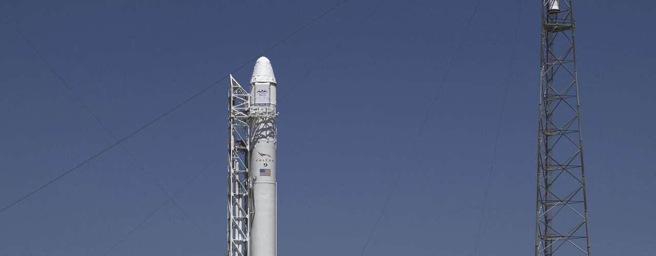 La empresa estadounidense SpaceX, se preparaba para emprender el sábado el primer vuelo privado a la Estación Espacial Internacional (ISS), una hazaña que sólo unos pocos gobiernos del mundo han logrado y que iba a marcar el comienzo de una nueva era para el transporte espacial. Sin embargo, no pudo.