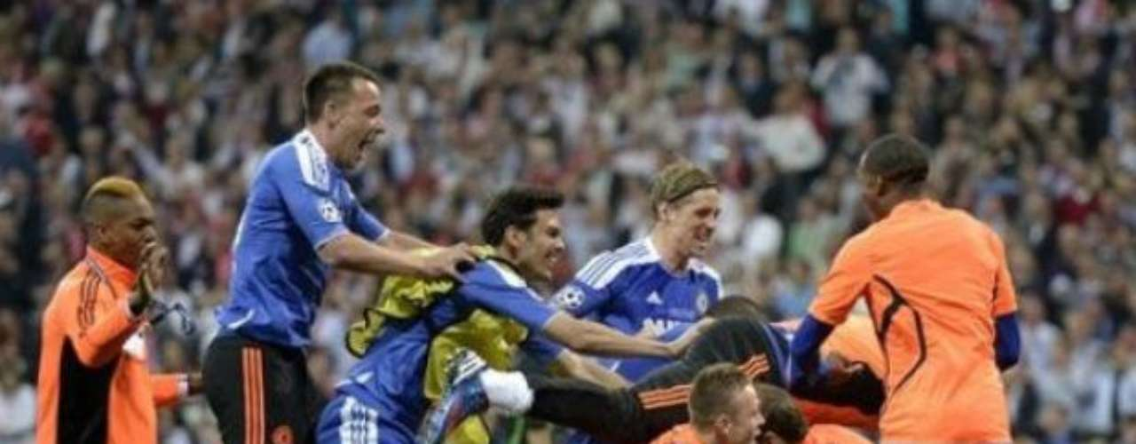 Todos los jugadores del Chelsea comenzaron el festejo ante la incredulidad de los alemanes y la felicidad de los ingleses.