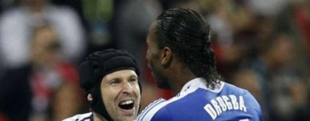 Estos dos hombres, Didier Drogba y Petr Cech, fueron fundamentales ya que cada quien hizo su trabajo de gran forma.